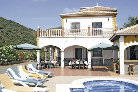 6 Bedrooms Home in Sayalonga #1 - Sayalonga - Casa