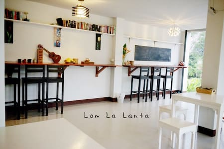 Lom La Lanta ~ - Aamiaismajoitus