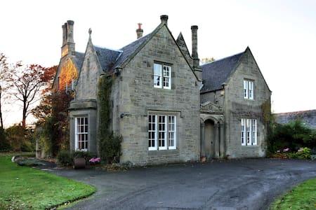 Highfield House - Bed & Breakfast