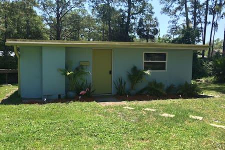Central Florida Waterfront Cottage - Kisház