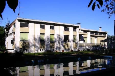 Ospitalità in grande villa anni 50 - Castellanza