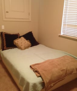 Private bed & bath by Orem Center lots of privacy! - Maison de ville