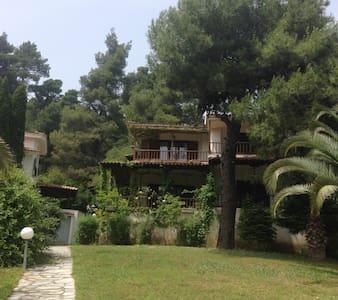 Spacious Villa in the woods close to the sea - Elani - Villa