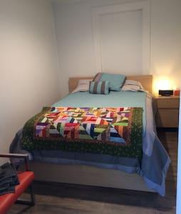 Loft Style Apartment-Bedroom 2 - Apartamento