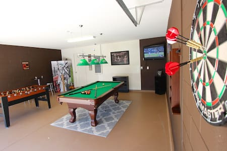6B SPA/GAME ROOM/WIFI/POOL/HUGE BACK YARD! - Haus