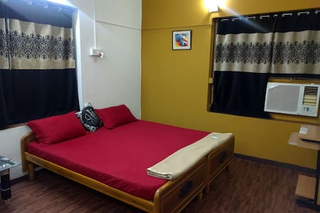 Homely and Clean Room near US Consulate - Chennai