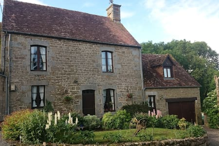 Farmhouse & Gables with heated swimming pool - Ev