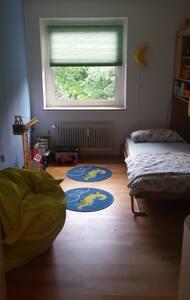 Zimmer in ruhiger und grüner Lage - Wohnung