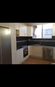 Cheap and cheerful apartment stay - West Footscray - Daire