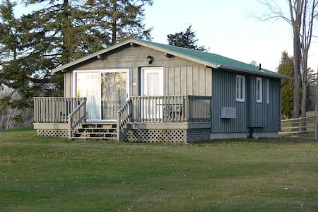 Eganridge 1 Bedroom Cottage - Kawartha Lakes