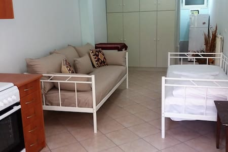 Nice small apartment near the airport and the sea! - Casa