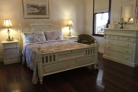 Annies Luxury Bed & Breakfast :) - Grafton - Bed & Breakfast