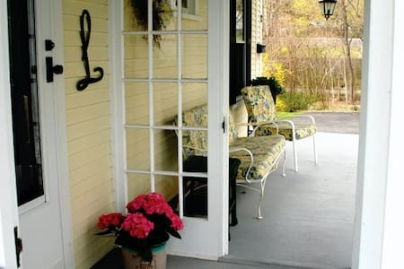 Charming B&B, short walk downtown! - Plymouth - Bed & Breakfast