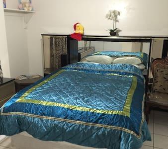 Carol's bed n breakfast Room 1 - Peoria - Bed & Breakfast