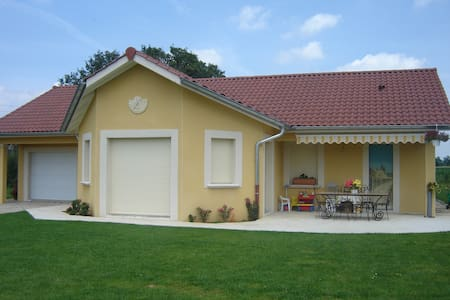 Maison 25km de Lyon - Genay