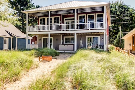 Silver Lake Waterfront Home. Sand Dunes. Hot Tub. - Casa