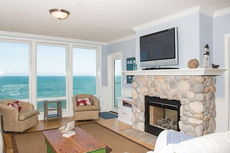 Waves n' Whales - Oceanfront Condo - Depoe Bay