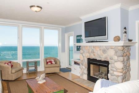 Waves n' Whales - Oceanfront Condo - Depoe Bay - Apartmen