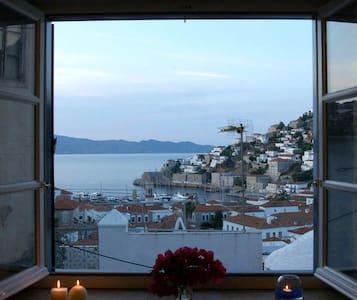 Παράθυρο με θέα / A room with a view - Idra - Huis