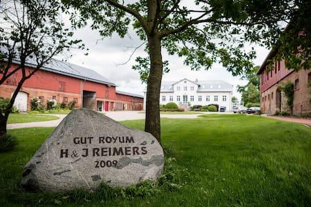 Gut Royum (FeWo Haferkiste, bis zu 4 Pers.) - Apartamento