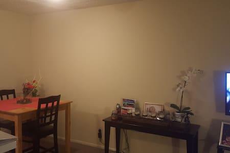 Two Bedroom, Two Bath in Old Town Pasadena! - Pasadena - Apartamento