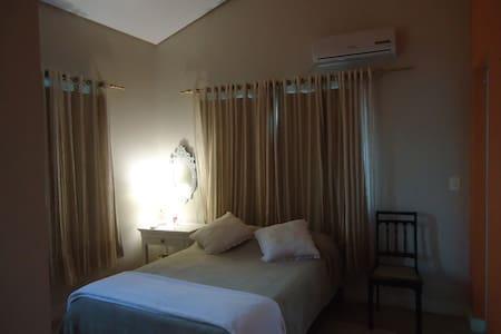 Private bedroom, close to the beach - Casa