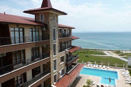 Прекрасный комплекс на 1 линии моря - Apartment