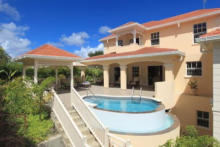 Great 4 bedroom villa with pool ideal for families - Holetown