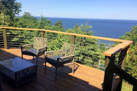Chambre vue sur le fleuve et ses couchés de soleil - Rimouski - Apartment