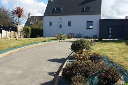 Maison pays des Abers à 100 m de la plage - Casa