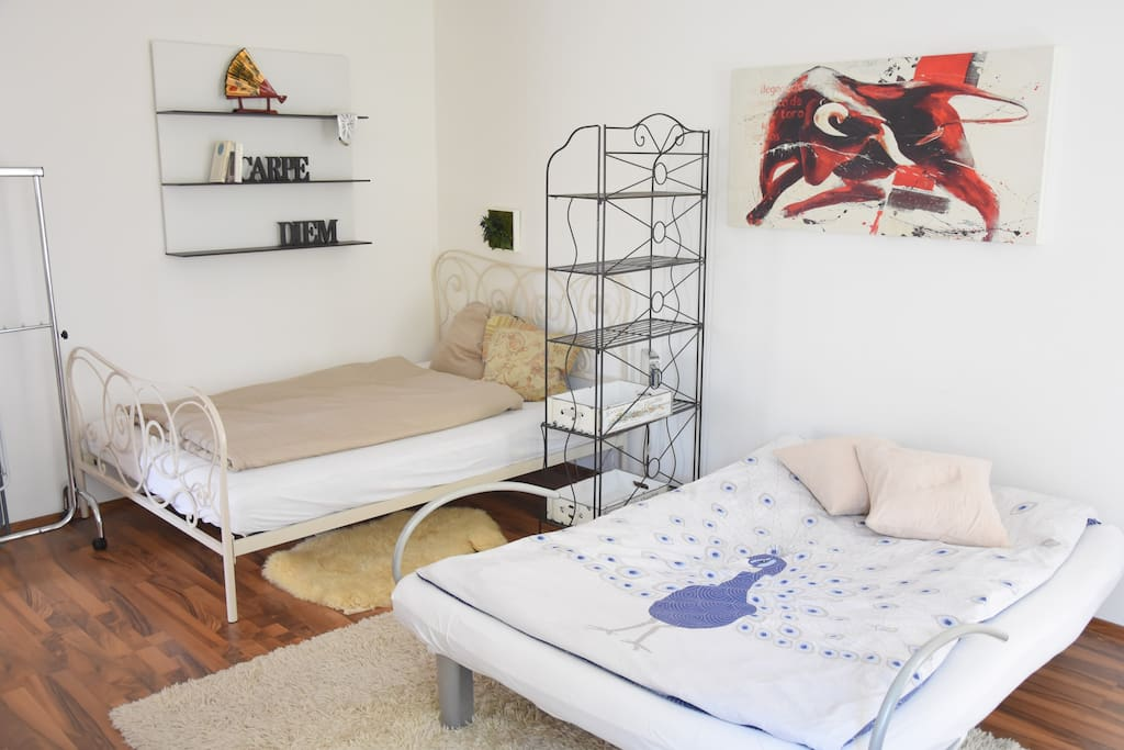 sch ne 1 zi whg zentral u bahn apartments zur miete. Black Bedroom Furniture Sets. Home Design Ideas