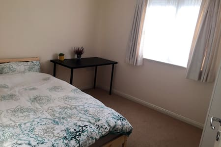 modern comfortable double room in town center - Loughborough