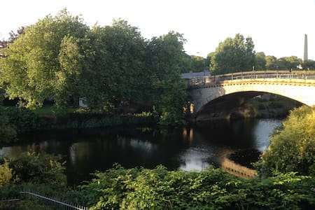 Riverside city apartment, private double room - Dublin - Byt