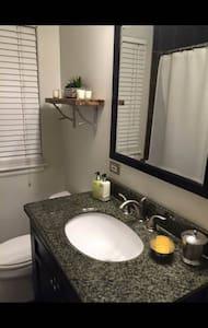 Abby's Home 1.5 bath - Leilighet