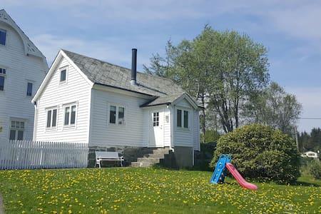 Gamlastova i Kolbeinsvik - Cottage