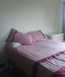 Studio 104 - Bed & Breakfast