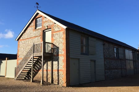 Beautiful brick & flint barn flat - Alton