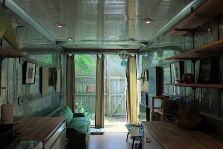 Cute shipping container tiny house (400 sqft) - Gainesville - Vonat