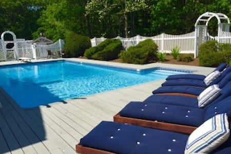 East Hampton Pool and Tennis Retreat - East Hampton