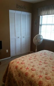 2 Bed/2 bath Condo in prime locatio - Mount Pleasant - Apartment