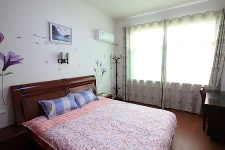 市中心婺家民宿1号房:楼下巴士发往各景区Cozy rooms here! - Apartment
