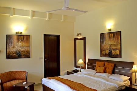 Ahuja Residency Golf Links - New Delhi - Chambres d'hôtes