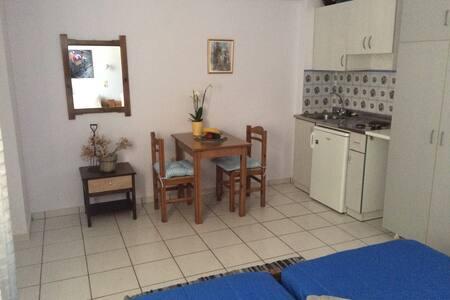 Cozy studio 1 (200m to beach) - Rethimnon - Lägenhet