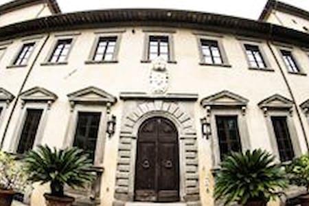 Bellissimo mezzanino inserito in  Villa storica - Apartamento