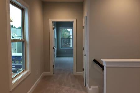 Private rooms in BrandNewHome in Central Location - Morrisville - Casa