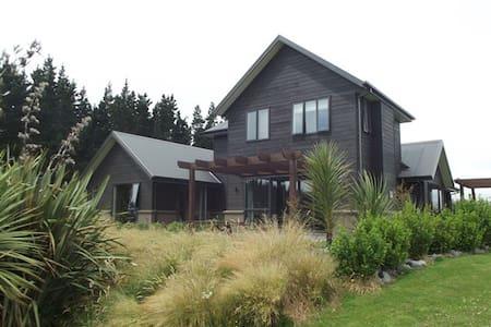 Terrace Downs - Lakeside - Huis
