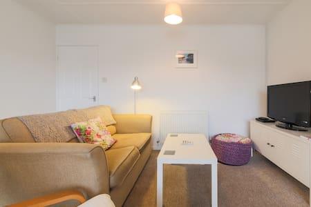 Bright, modern St Ives apartment - Apartment