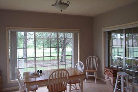 Private room on nice country estate - Hearne - Casa