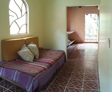 Casita linda en Pueblo Mágico. Pronto amueblada. - Coatepec - Guesthouse