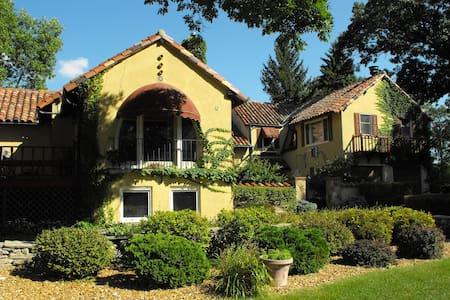 Lake Winnebago Tuscan Villa! - Casa